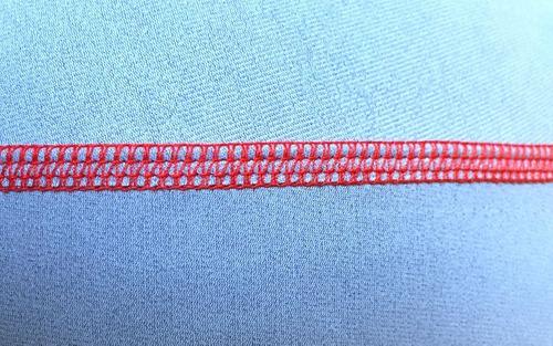 Cómo coser un dobladillo con una aguja doble